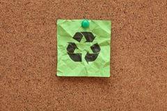回收标志的被弄皱的绿色 免版税库存图片