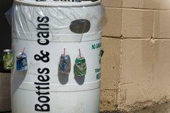 回收桶的瓶&罐头 库存照片