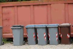 回收的废物容器适当地处理废的所有 库存图片