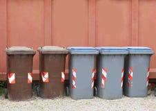 回收的废物许多容器适当地处理所有w 图库摄影