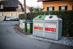回收站在城市 免版税库存图片