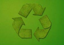 回收符号的草 免版税库存图片