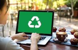 回收绿色生物eco森林挽救环境和谐ecosyste 免版税库存照片