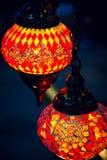 回教和阿拉伯灯笼灯在souk在马斯喀特 免版税库存图片
