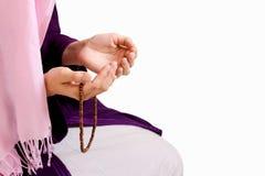 年轻回教女孩祈祷 图库摄影