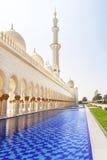 回教族长zayed清真寺护城河 免版税图库摄影