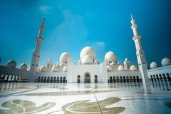 回教族长zayed清真寺迪拜最佳的旅行场面 图库摄影