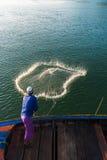 回教渔夫捕鱼网,安达曼海在离海岸的附近, Ranong南泰国 免版税图库摄影