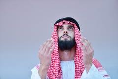 回教阿拉伯人祈祷 库存图片