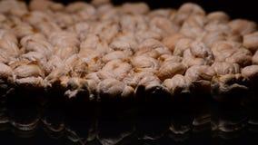 回旋与亲密的光的未加工的鸡豆或鹰嘴豆 股票录像