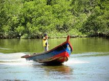 回来到跳船的渔夫 免版税图库摄影