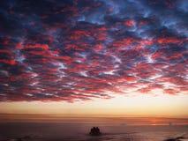 回来在日落的渔夫 免版税图库摄影