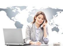 回答美丽的女商人国际电话 库存图片