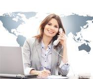 回答美丽的女实业家国际电话 免版税库存照片