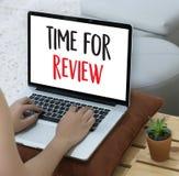 回顾检查评估的网上回顾评估时间 库存图片