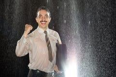 成功的商人在雨中 库存图片