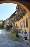 因扎戈米兰,伦巴第,意大利:老庭院 免版税库存图片