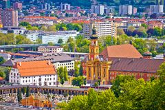 因斯布鲁克全景鸟瞰图在阿尔卑斯 库存照片