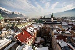 因斯布鲁克屋顶视图在冬天 库存照片