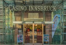 因斯布鲁克,奥地利, 2017年10月24日:对著名赌博娱乐场的词条在因斯布鲁克 免版税库存照片