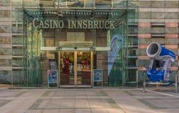 因斯布鲁克,奥地利, 2017年10月24日:对著名赌博娱乐场的词条在因斯布鲁克 免版税库存图片