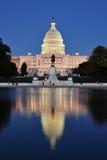 团结的国会大厦池反射的状态 图库摄影