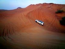 团结的阿拉伯沙漠酋长管辖区徒步旅行队 图库摄影