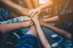 团结,合作配合用一个有效的方式 稳定企业的想法 免版税库存照片