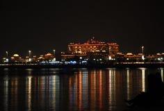 团结的abu阿拉伯dhabi酋长管辖区旅馆晚上宫殿 图库摄影