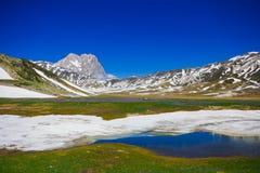 园地的Imperatore,阿布鲁佐Pietranzoni湖 免版税库存图片