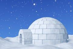 园屋顶的小屋snowhouse在与降雪特写镜头的蓝天下 库存照片