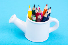 从园艺工具和色的铅笔的抽象 免版税库存图片