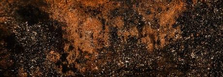 困厄墙壁金属纹理以抓痕 背景棕色绿色铁锈 免版税库存图片