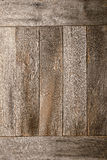 困厄的老谷仓木头上墙壁背景 免版税库存图片