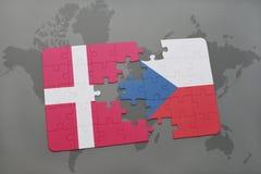 困惑与丹麦和捷克共和国国旗在世界地图背景 库存照片