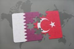 困惑与卡塔尔和土耳其国旗在世界地图背景 向量例证