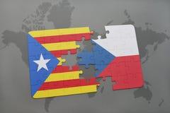 困惑与卡塔龙尼亚和捷克共和国国旗在世界地图背景 免版税库存照片
