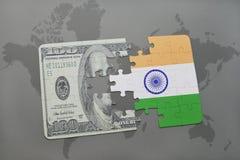 困惑与印度和美元钞票国旗在世界地图背景 向量例证