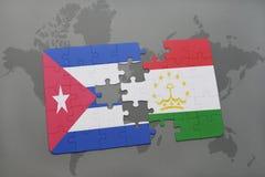 困惑与古巴和塔吉克斯坦国旗在世界地图背景 免版税库存图片