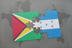 困惑与圭亚那和洪都拉斯的国旗世界地图背景的 免版税库存照片