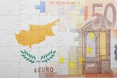 困惑与塞浦路斯和欧洲钞票国旗  免版税图库摄影