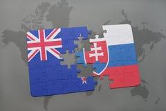 困惑与新西兰和斯洛伐克的国旗世界地图背景的 库存图片