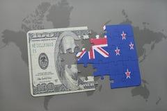 困惑与新西兰和美元钞票国旗在世界地图背景 皇族释放例证