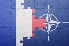 困惑与法国和北约国旗  库存图片