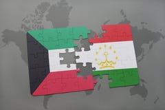 困惑与科威特和塔吉克斯坦国旗在世界地图背景 免版税库存图片
