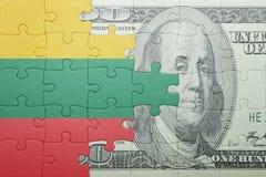 困惑与立陶宛和美元钞票国旗  免版税库存图片