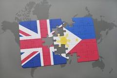 困惑与英国和菲律宾国旗世界地图背景的 库存照片