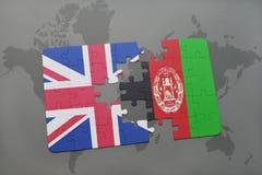 困惑与英国和阿富汗的国旗世界地图背景的 库存图片