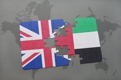 困惑与英国和阿拉伯联合酋长国的国旗世界地图背景的 免版税图库摄影