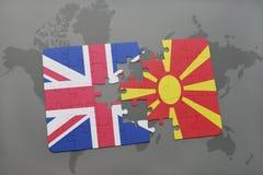 困惑与英国和马其顿的国旗世界地图背景的 免版税图库摄影